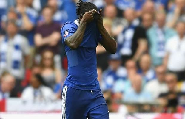 Victor Moses Caught Up In Armband Controversy After Red Card Against Arsenal